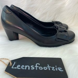 Ecco Womens Black Leather Pumps with Bow